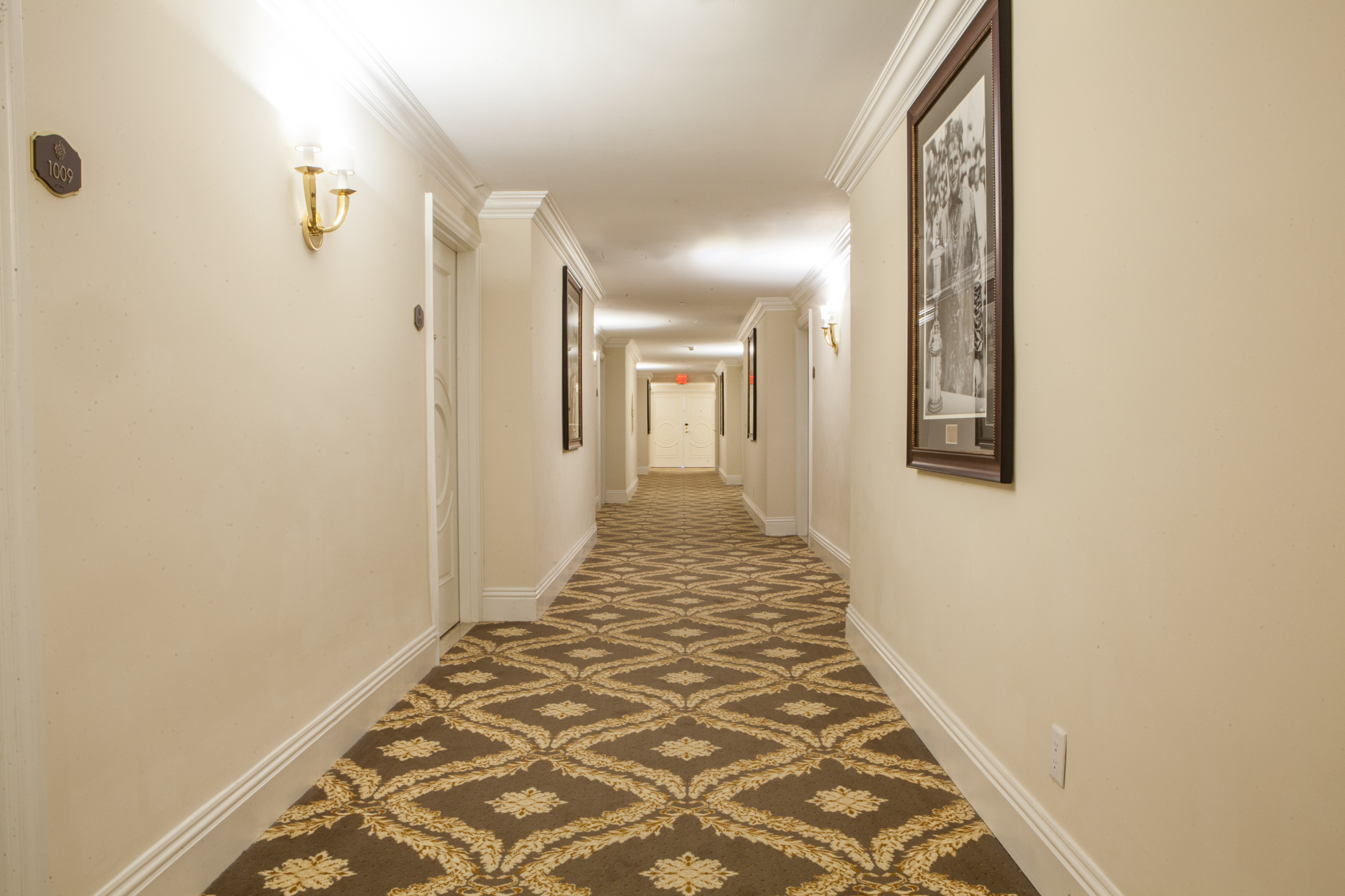 Nice Hotel Carpet Installation | Trump Resort